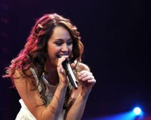 Miley_Cyrus_001_300608