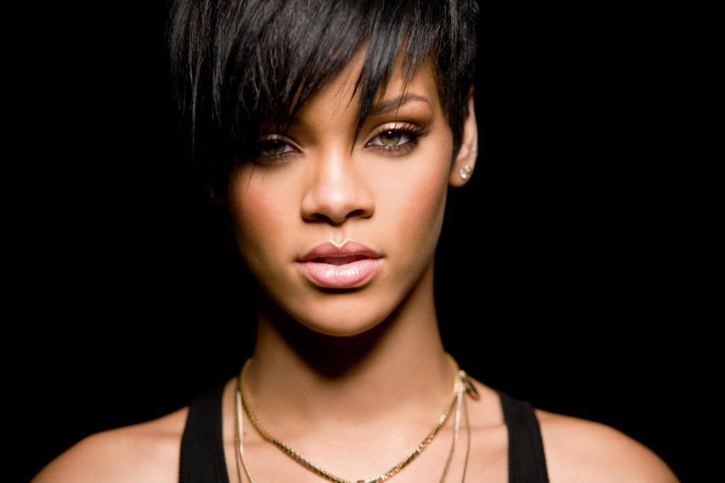Rihanna_2009_LG